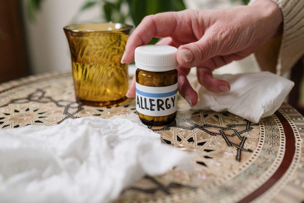 таблетки от аллергии в банке